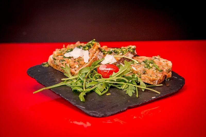 Tartines tomates fraîches / basilic